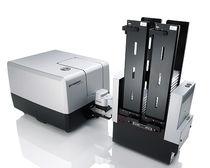 Считывающее устройство с микропластинок мультидетектор