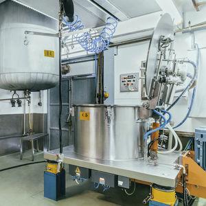 машина-центрифуга для использования в фармацевтике