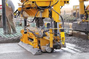 асфальтоукладчик для бетона / гусеничный / для бетонной плиты / для строительных работ