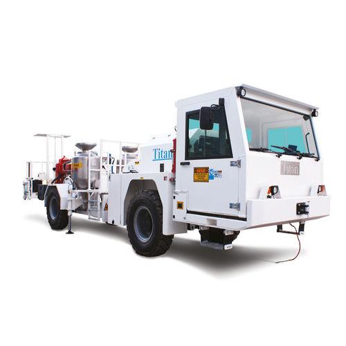 дизельный грузовой автомобиль
