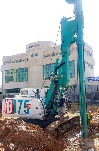 буровая установка со стенкой из бетона, уложенного на месте / гусеничная / роторная / гидравлическая